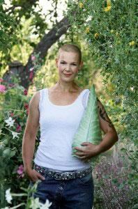 Hej! Jag heter Sara Bäckmo och är journalist som odlar och skriver om Skillnadens Trädgård. Här odlar jag nästan alla grönsaker min stora familj kan äta under året. Läs gärna mer på www.skillnadenstradgard.se.