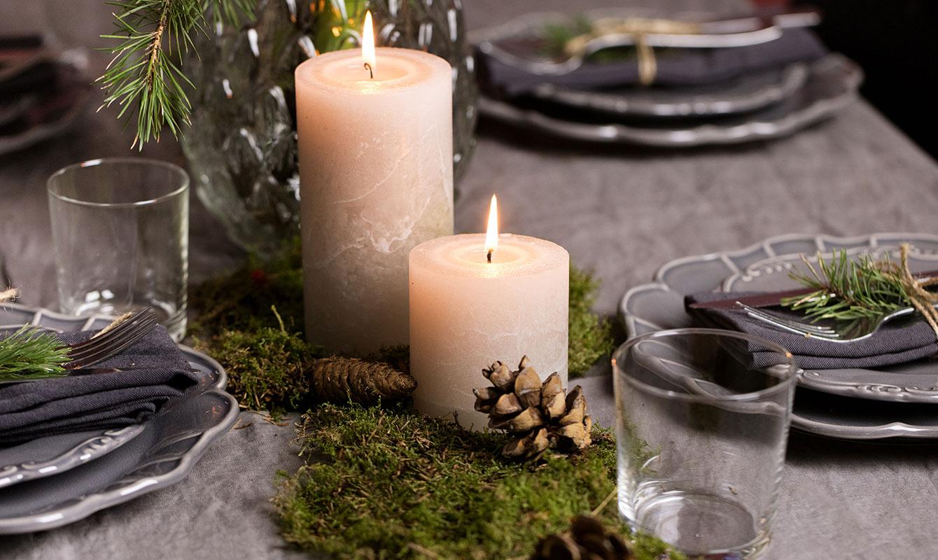 Julduka med mossa och kottar
