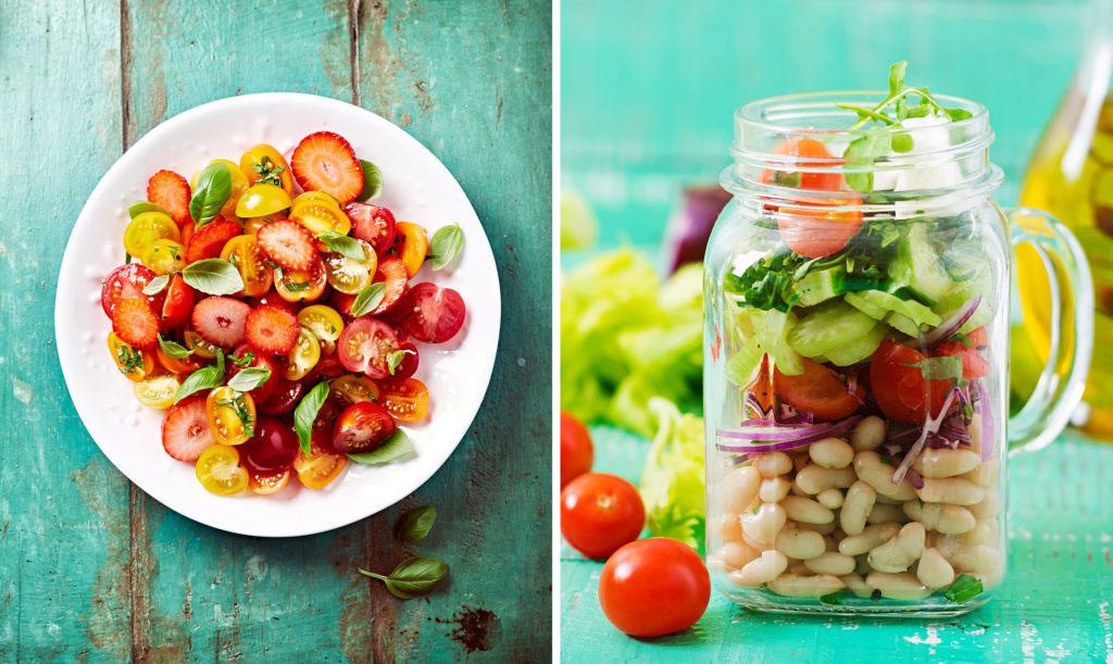Jordgubbar och tomater i salladen