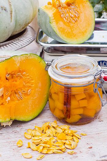 Dela gärna receptet och gör olika smakkombinationer i mindre burkar. Glöm inte att spara och rosta pumpafröna. Foto: Annika Christensen