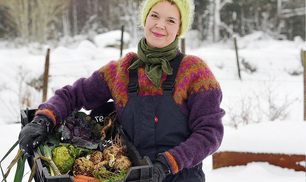 Sara Bäckmo med en del av vintras skörd. Foto: Markus Danielsson