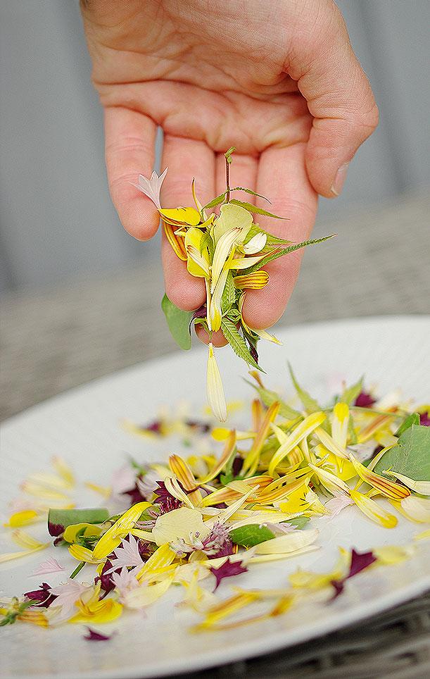Enklast möjliga blomsterpysslet är ett färgsprakande konfetti. Foto: Lovisa Back